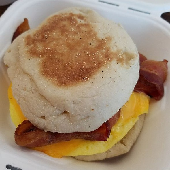 Egg & Cheese English Muffin w/ Bacon