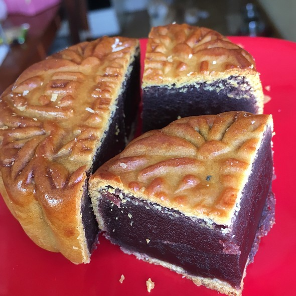 Red Bean Mooncake @ Ruby King Bakery Cafe
