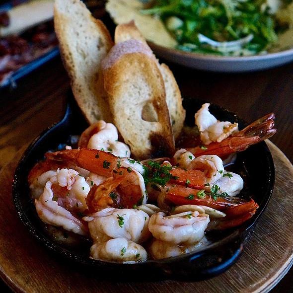 Gambas al ajillo –garlic shrimp, guindilla chile, toast