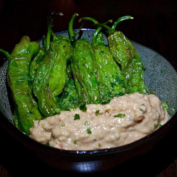 Pimentos de padrón –flash fried padrón peppers, salbitxada