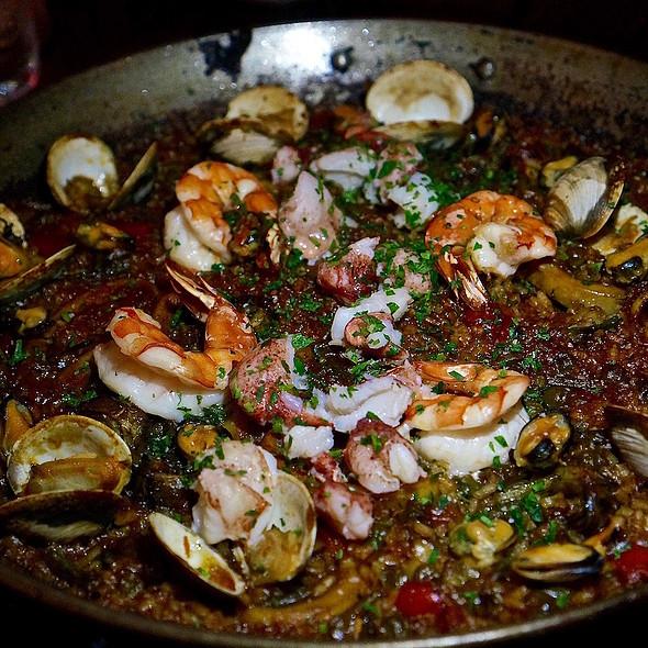 Paella de mariscos – lobster, prawn, clam, mussel, parsley salad, ink aioli