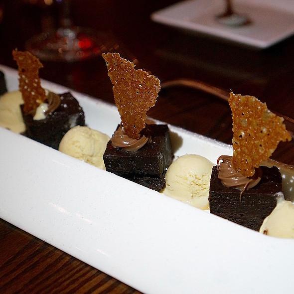 Torta de xocolat –70% Cacao Barry chocolate pave, milk chocolate cream, cinnamon caramelized ice cream, dulce de leche pirovette