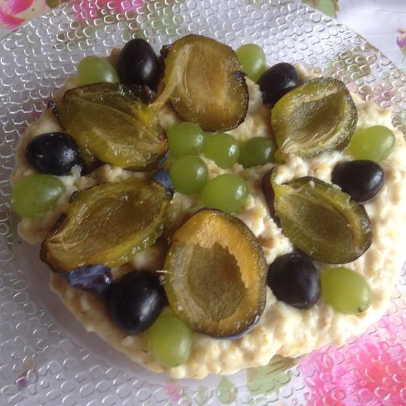 Oatmeal with Seasonal Fruit