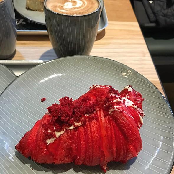 Red Velvet Croissant @ Mr Cake