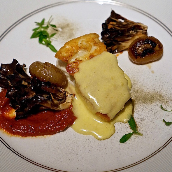 West coast halibut, smoked heirloom tomato butter, hen of the woods mushrooms, caper powder