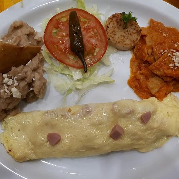 Omelette De Salchichas