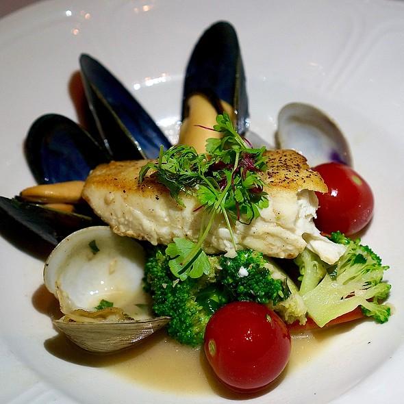 Wild Alaskan halibut, mussels, clams, vegetables