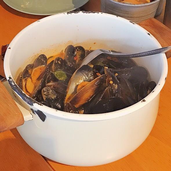 Butter Cream Chilli Mussels