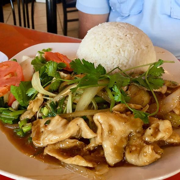 Lemongrass chicken @ Dao Tien Vietnamese Bistro