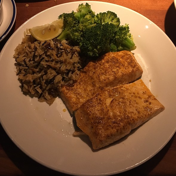 Broiled Grilled Atlantic Salmon @ Red Lobster