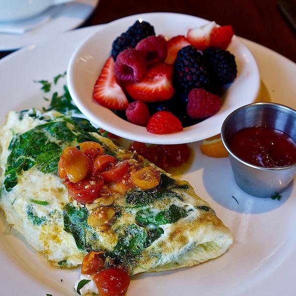 Egg white omelette, spinach, tomatoes, feta