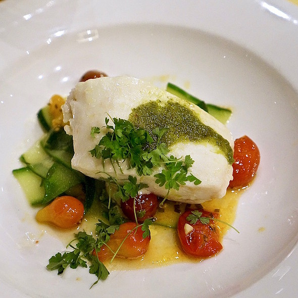 Slow-cooked halibut, lemon, shallot, olive oil, tomatoes, zucchini pappardelle, garlic aioli