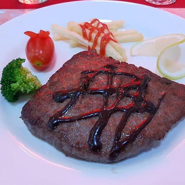 Australian Steak With Black Pepper Sauce
