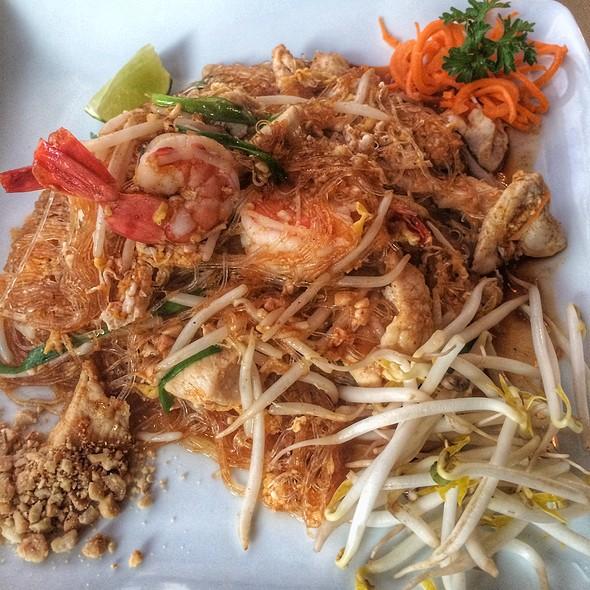 Shrimp Pad Thia