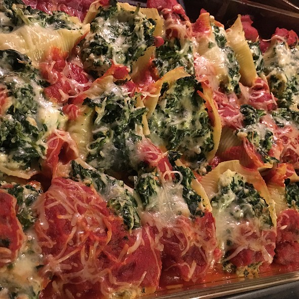 Spinach And Ricotta Cheese Stuffed Shells With Beef Cream Sauce @ Parents House