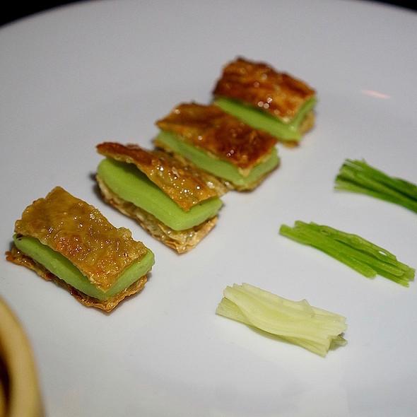 Peking peas with crispy yuba pea skin