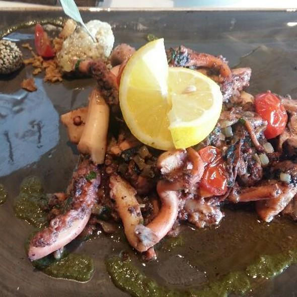 Octopus In Garlic @ District5