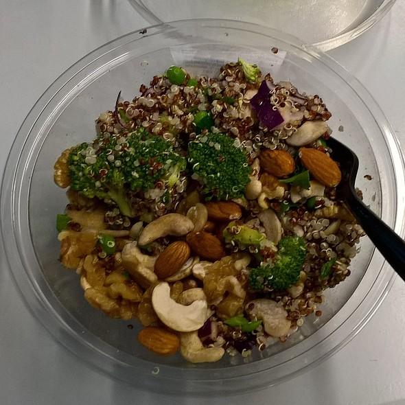 Nutty Quinoa and Houmous Salad @ Tesco