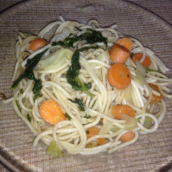 Wholewheat Noodles with Spinach, Carrot and Cabbage