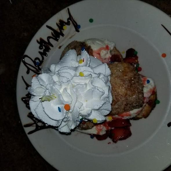 Stawbwrry Shortcake Bday Dessert @ Cheescake Factory