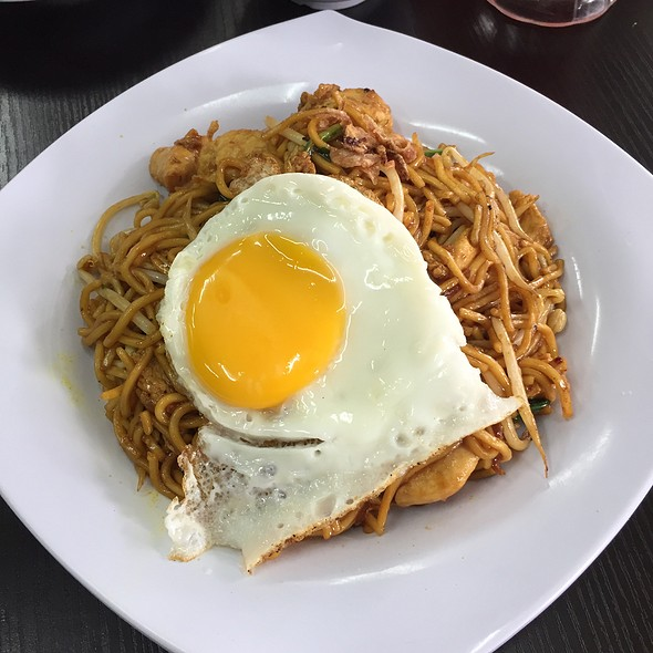 Mee Goreng With Chicken And Sunny-Side Up