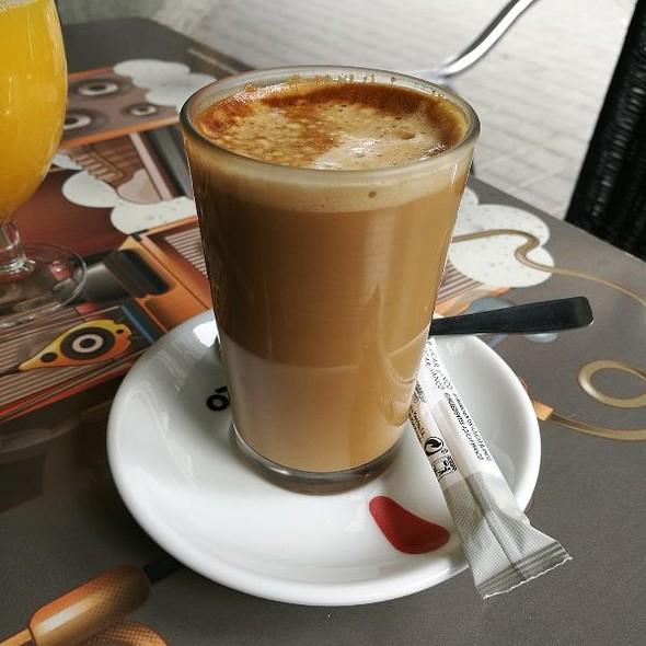 Café Con Leche @ El Paso De Goya