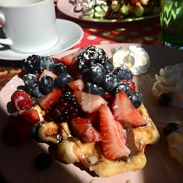 Merry Berry Waffle @ Geppetto Cafe