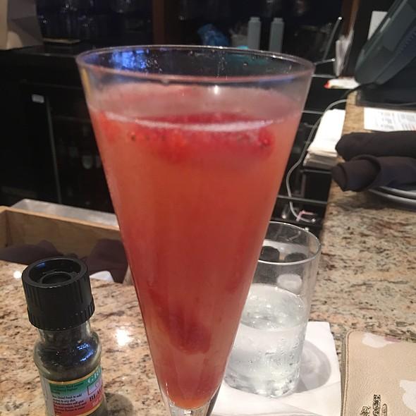 Prosecco With Strawberry Puree