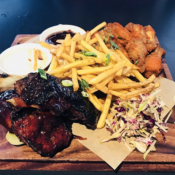 1kg meat platter @ The Sporting Globe Chermside