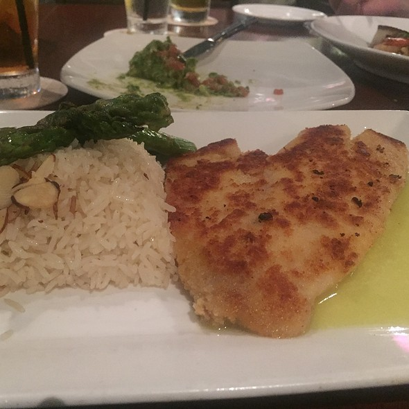 macadamia-crusted snapper @ Tommy Bahamas Tropical Cafe