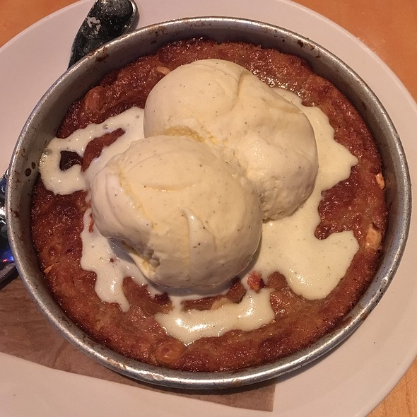 Peanut Butter Pizookie @ BJ's Restaurant & Brewhouse