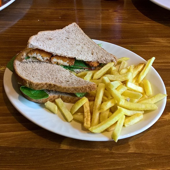 Fish-less Finger Sandwich and Chips