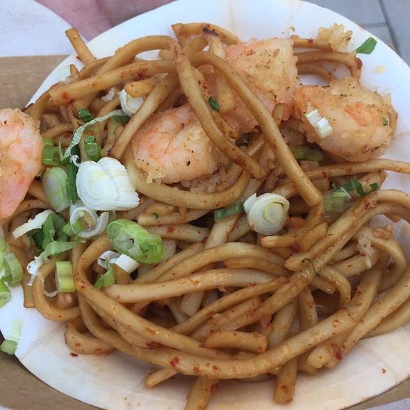 Black Pepper Shrimp With Garlic Noodles