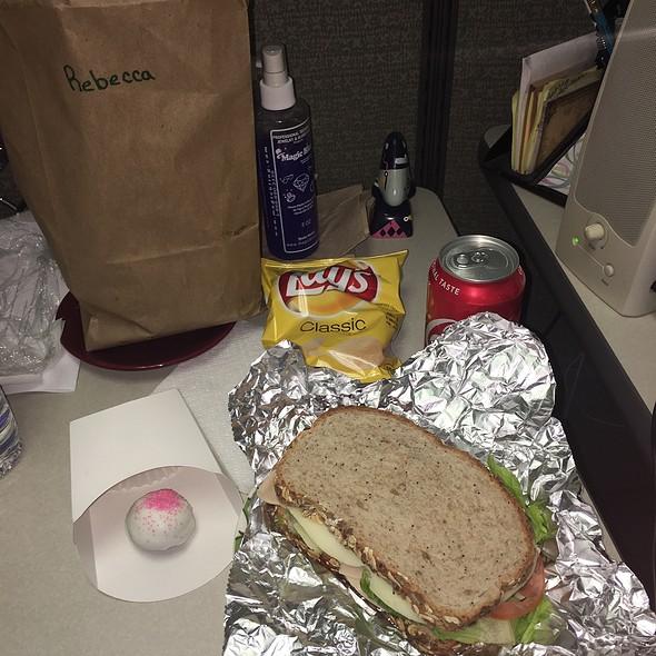 Turkey Sandwich, Chips & Drink