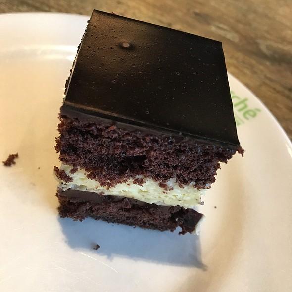Double Chocolate Cake @ marché MÖVENPICK