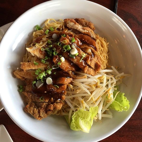 Chicken And Noodles @ Noodle King