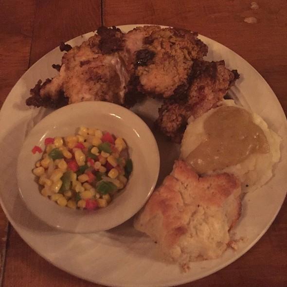 Fried Chicken Platter @ Starlight Lounge