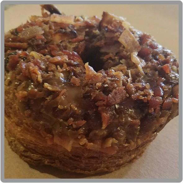 Maple bacon cronut