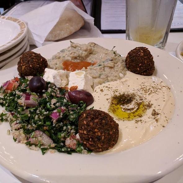 Hummus & Falafel Platter