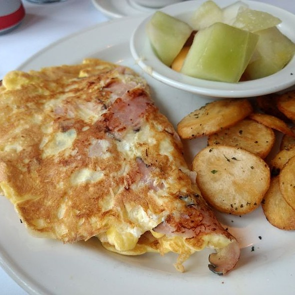 Ham And Cheese Omelet @ Le Petit Château