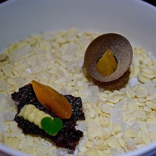 Sichuan citrus brownie, black rice and persimmon crisp