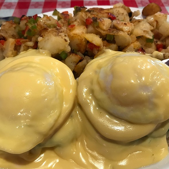 Eggs Benedict @ Mo's Egg House