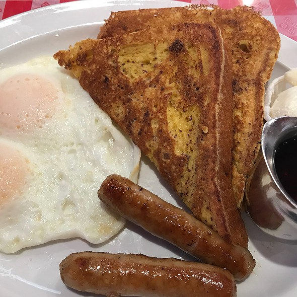 1/2 French Toast, Eggs And Sausage @ Mo's Egg House