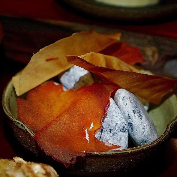 Root vegetable leaf chips