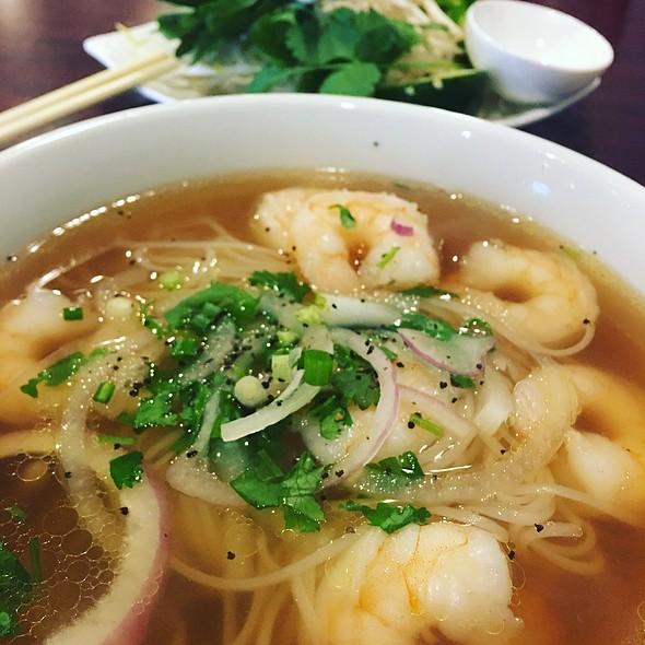 Pho Tom (Shrimp Pho)