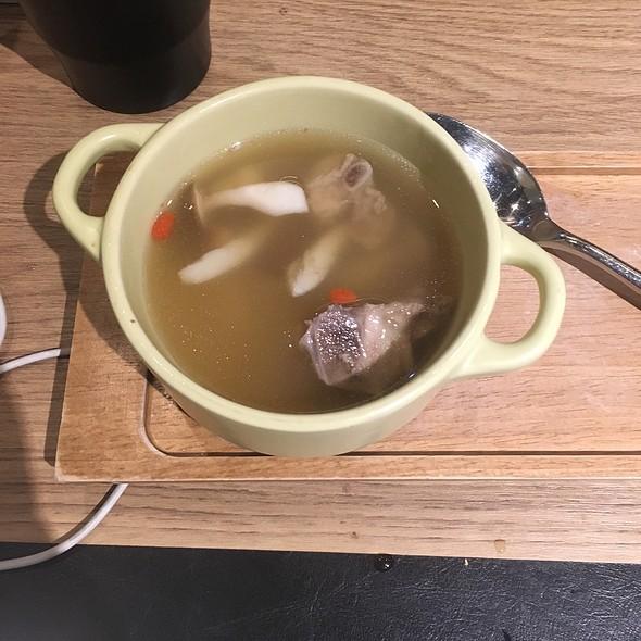 Pork Ribs Soup With Mushroom 百菇子排湯