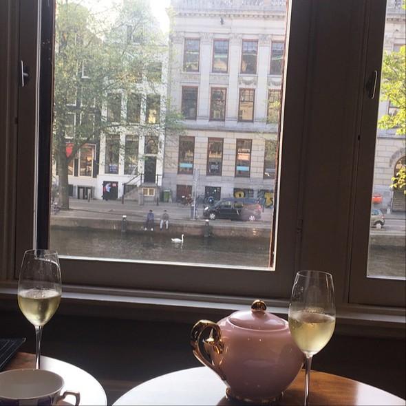Tea And Champaigne