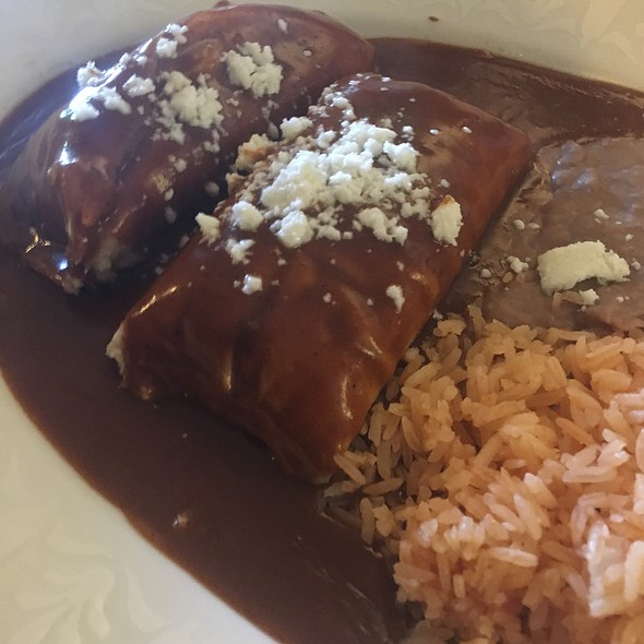 Pork And Chicken Tamales Combo Plate