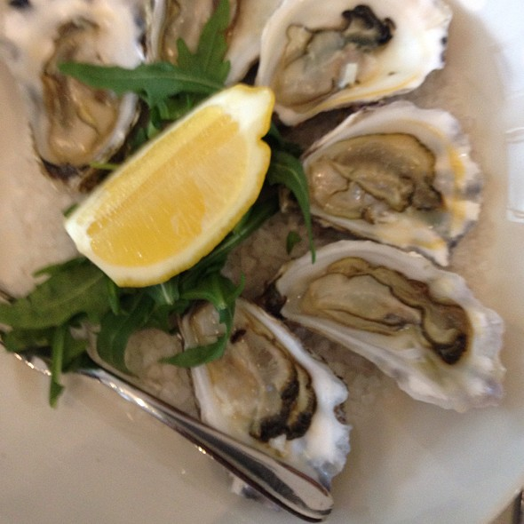Oysters Natural @ 400 Gradi East