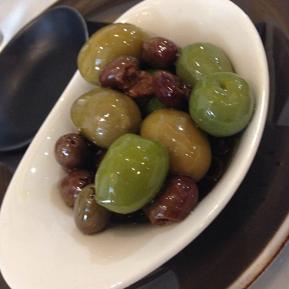 Mixed Olives @ 400 Gradi East